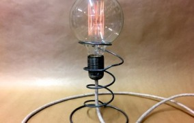Ampoule vintage ressort.